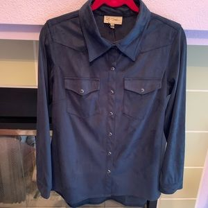 DG2 DIANE GILMAN SHIRT WITH SNAP CLOSURE (MED) NWT